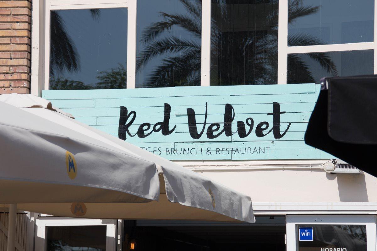Red Velvet Restaurant von außen in Sitges