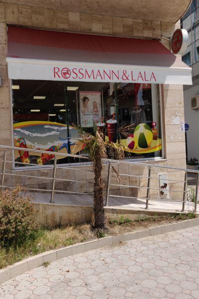Vlora Rossmann & Lala - von außen